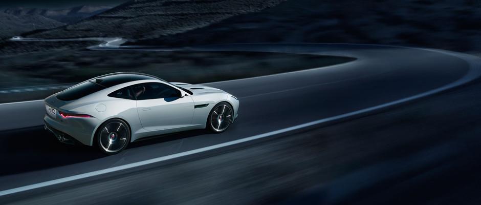 Jaguar F-Type R Polaris White vue dynamique 2