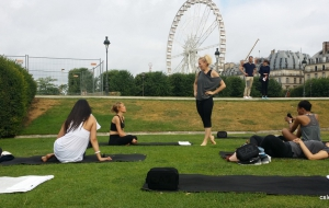 Séance de Power Pilates au jardin des Tuileries à Paris