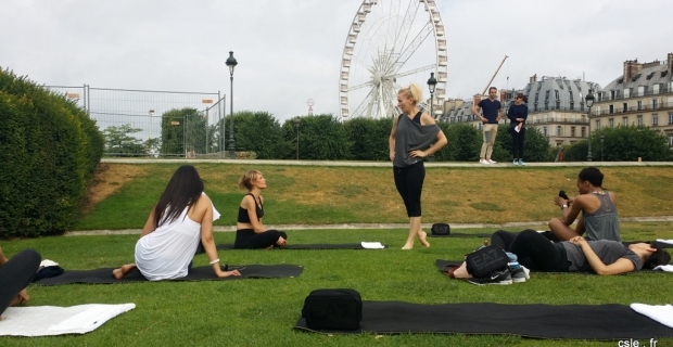 Séance de Power Pilates au jardin des Tuileries à Paris